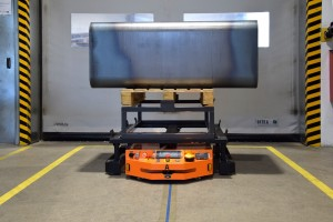 MOBOT® AGV FlatRunner HT automatyzuje transport wewnętrzny wprocesie produkcji nowego kanału wentylacyjnego