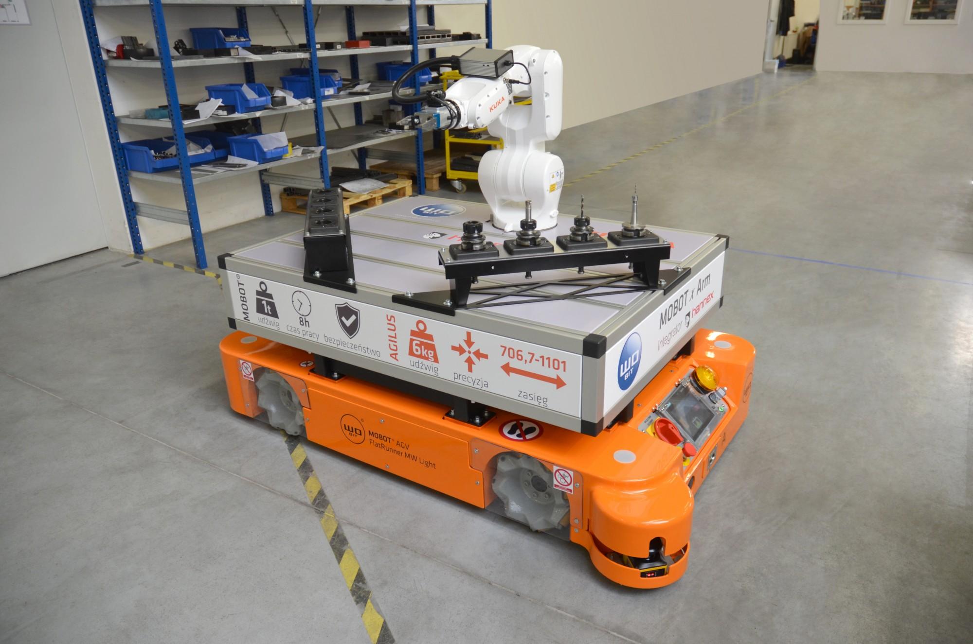 MOBOT xArm – robot mobilny MOBOT® wyposażony wramię robotyczne