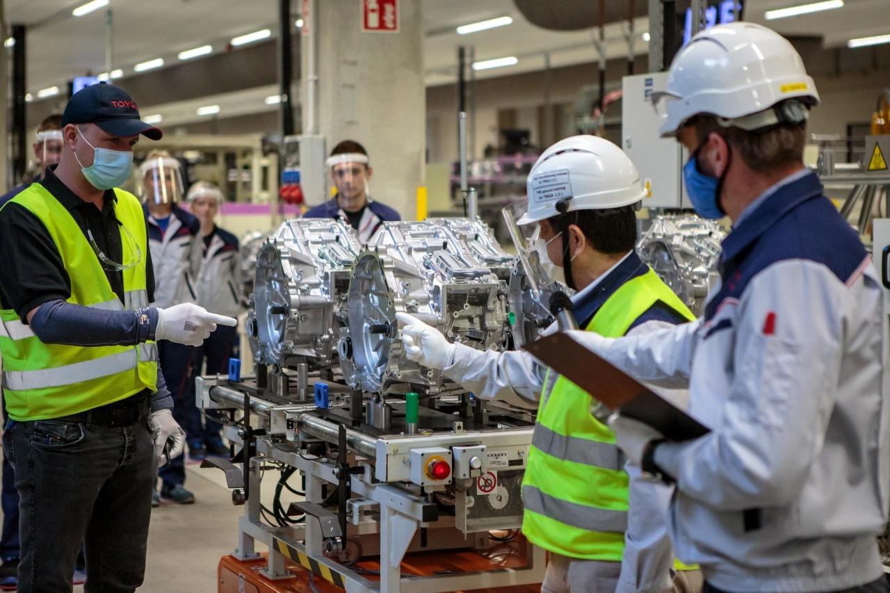 Hybrydowy napęd Toyoty Yaris powstaje w polskich, nowoczesnych fabrykach Toyoty