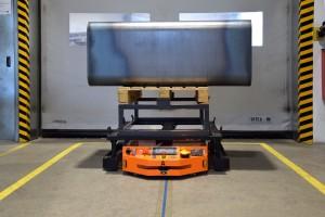 MOBOT® AGV FlatRunner HT automatyzuje transport wewnętrzny w procesie produkcji nowego kanału wentylacyjnego
