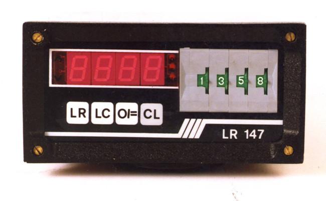 Urządzenia pomiarowe własnej produkcji – liczniki Kameleon obsługujące większość oferowanych enkoderów. Wiedza inżynierska przekładała się na projektowanie i produkcję własnych urządzeń do oferowanych już enkoderów. Umożliwiło to dostarczanie klientom kompleksowej oferty z zakresu pomiarów.