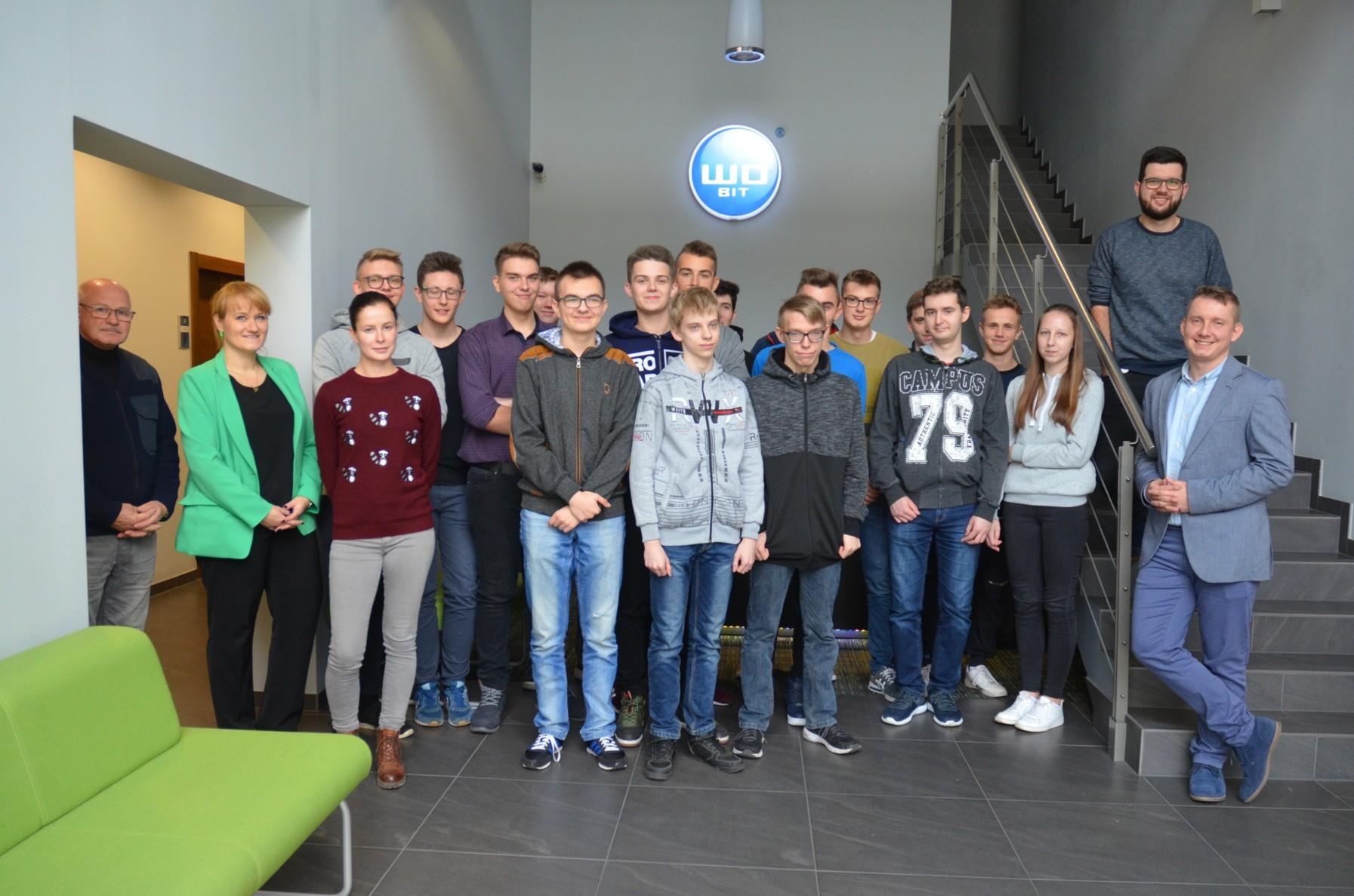 Młodzi mechatronicy z wizytą w firmie WObit